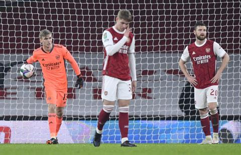 Mikel Arteta đánh dấu cột mốc 1 năm dẫn dắt Arsenal bằng việc bị đá văng khỏi đấu trường Cúp Liên đoàn