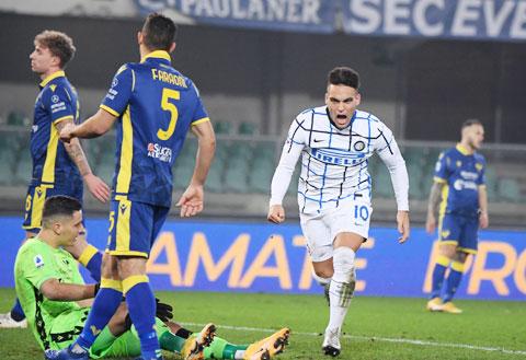 Lautaro ăn mừng bàn thắng vào lưới Verona