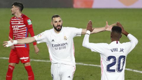 Benzema ăn mừng bàn thắng ấn định tỷ số 2-0 cho Real sau đường chuyền của Isco
