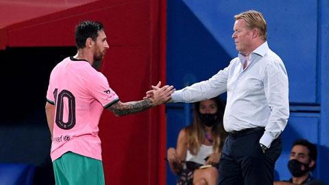 Rất tôn trọng và đề cao vai trò của Messi, nhưng với HLV Ronald Koeman (trái) thì thành tích của Barca là trên hết
