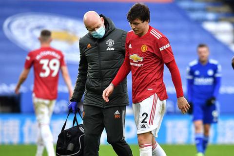 Lindelof rời sân ở phút 66 do chấn thương