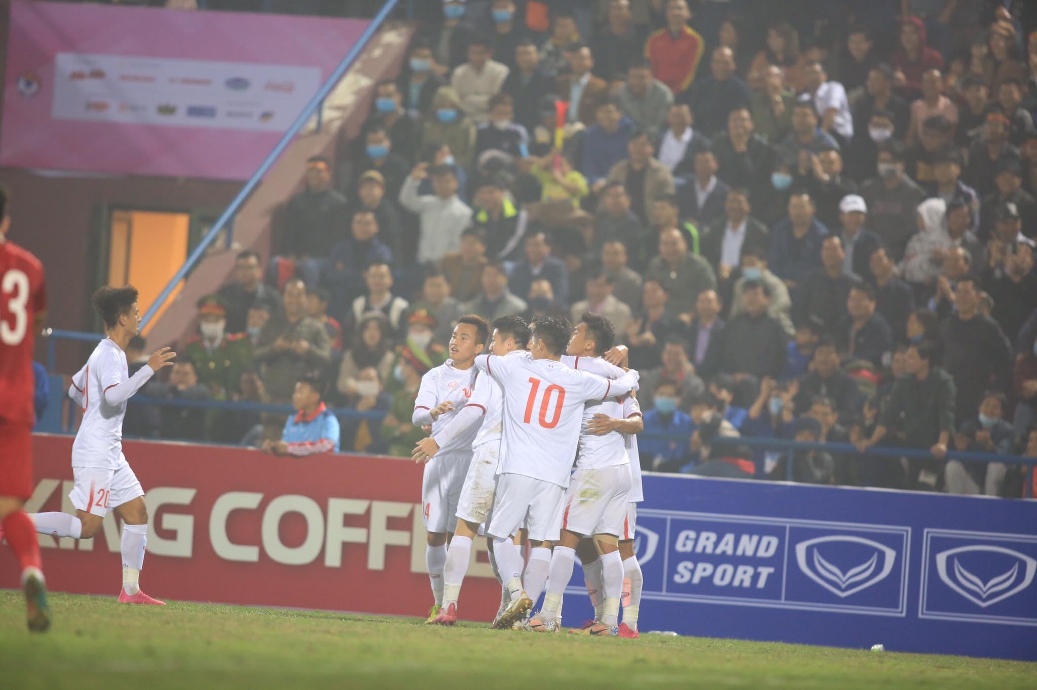 Niềm vui của U22 Việt Nam sau bàn gỡ 2-2 của Thanh Minh - Ảnh: Minh Tuấn