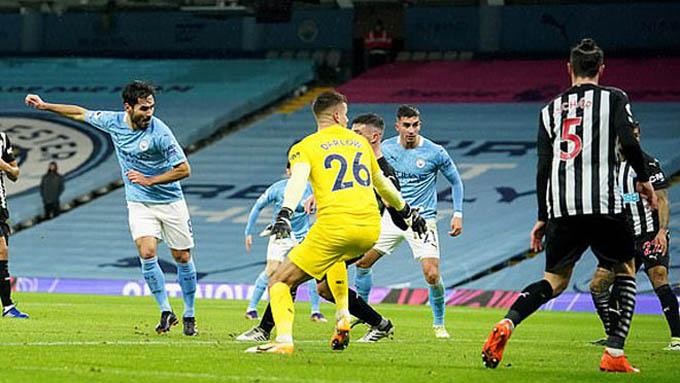 Guendogan ghi bàn mở tỷ số trong trận Man City thắng Newcastle