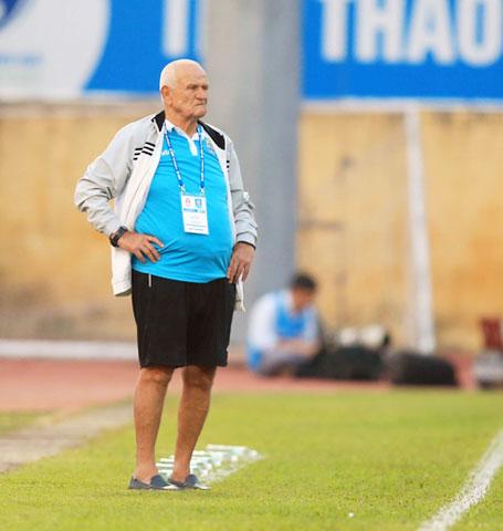 HLV Ljupko Petrovic khi còn dẫn dắt Thanh Hóa ở mùa giải 2017 - Ảnh: ĐỨC CƯỜNG