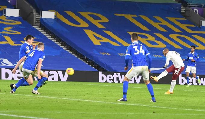 Lacazette tỏa sáng với bàn thắng duy nhất trận Brighton vs Arsenal
