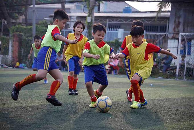 Các học viên nhí của các lớp bóng đá cộng đồng Đăng Phúc tham gia giải đấu - Ảnh: Thanh Hậu