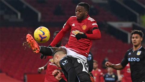 Neville chỉ trích Wan-Bissaka hết lời ở bàn thua của M.U