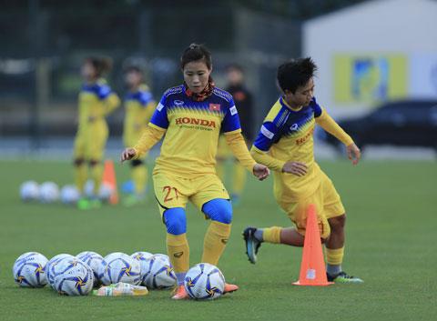 Các nữ tuyển thủ đang nỗ lực tập luyệnẢnh: Đức Cường