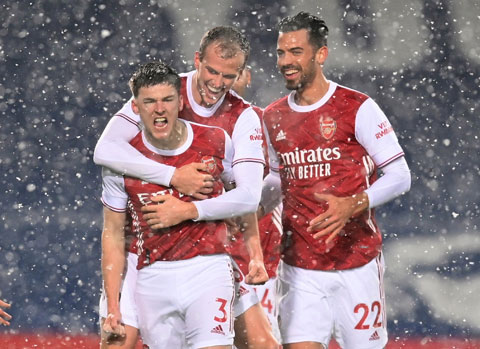 Kieran Tierney (3) bất ngờ tỏa sáng rực rỡ trong trận đại thắng của Arsenal trước chủ nhà West Brom