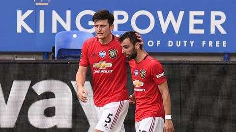 Fernandes nhìn giống đội trưởng M.U hơn Maguire