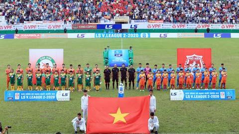 Sân Quy Nhơn đang được gấp rút hoàn thiện để sẵn sàng cho CLB Topenland Bình Định sử dụng tại V.League 2021 - Ảnh: Đức Cường