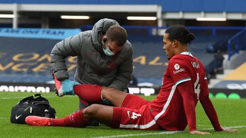 Van Dijk, trung vệ số 1 của Liverpool, phải nghỉ cả mùa này vì chấn thương