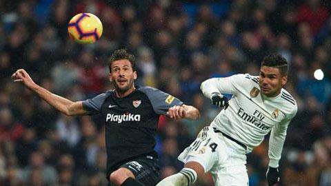 Casemiro (phải) đã có 2 bàn thắng từ đánh đầu cho Real ở mùa này