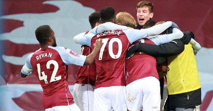 Aston Villa ghi bàn ở cú dứt điểm đầu tiên trong hiệp 1