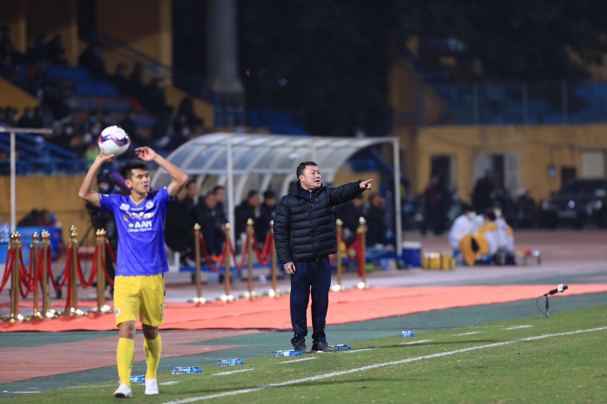 HLV Việt Hoàng hài lòng về màn trình diễn của đội nhà dù Viettel thất bại ở Siêu Cúp  - Ảnh: Đức Cường