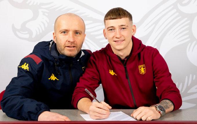 Villa đã mua lại Barry từ Barca với giá gần 1 triệu bảng