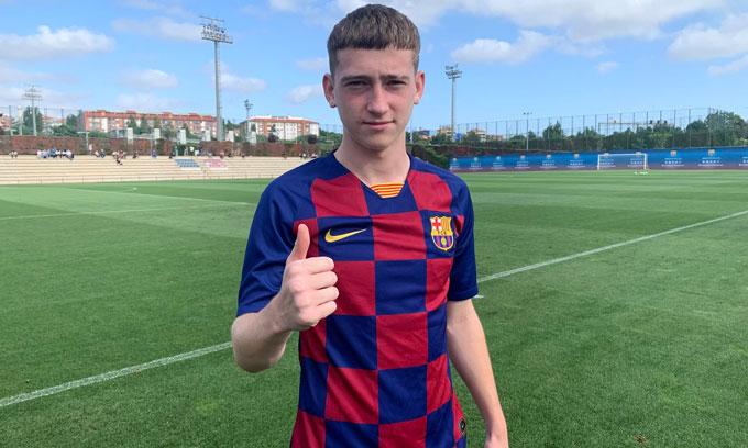Barry chính là cầu thủ người Anh đầu tiên gia nhập lò La Masia của Barca