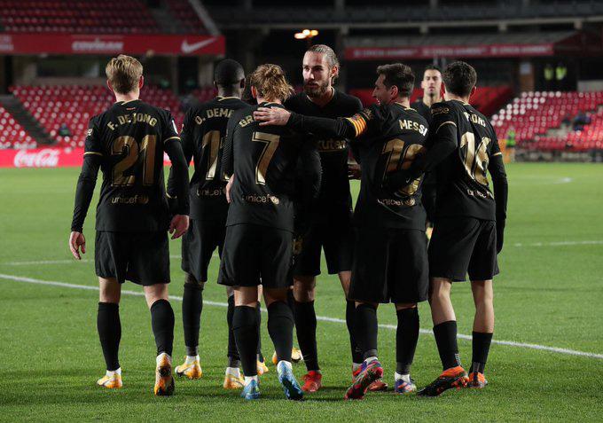 Barca thắng trận thứ 4 trên sân khách và bám sát Real trong cuộc đua vô địch