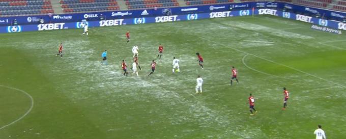 Trận Osasuna vs Real vẫn kịp diễn ra dù trước đó tuyết rơi rất dày