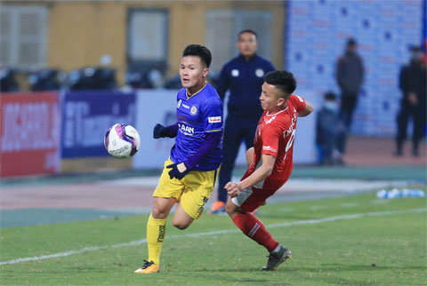 Quang Hải (trái) và đồng đội đã thể hiện bản lĩnh dày dạn trong trận Siêu Cúp QG với Viettel  Ảnh: ĐỨC CƯỜNG