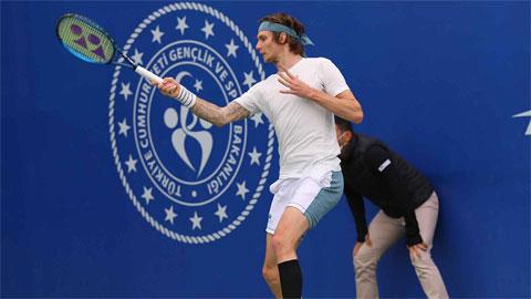 Alexander Bublik gây cú sốc lớn nhất kể từ đầu giải khi đánh bại tay vợt số 10 thế giới