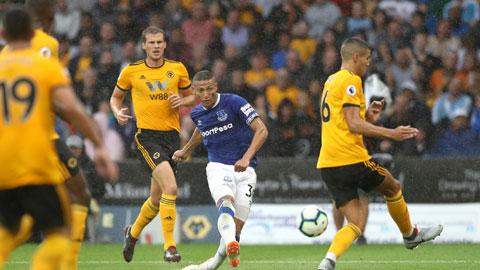 Richarlison (áo sẫm) và đồng đội đủ sức kiếm điểm trên sân của Wolves