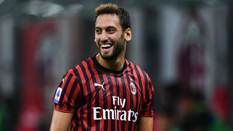 Hakan Calhanoglu nhiều khả năng sẽ ở lại Milan