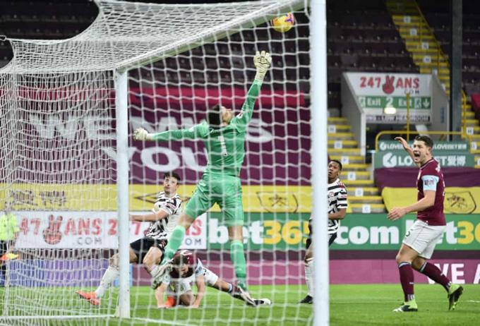 Maguire đưa được bóng vào lưới nhưng không được công nhận do đã phạm lỗi trước đó