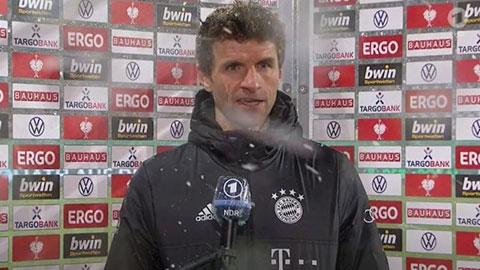 Mueller nổi điên với phóng viên sau trận thua sốc của Bayern