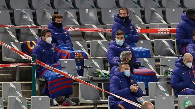 Không nắng trong ngày vắng Messi, nhưng mưa đã có ô Ter Stegen