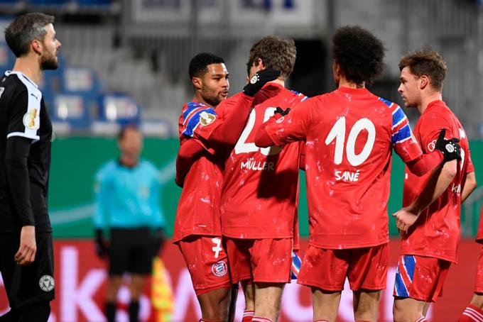 Bayern vượt lên nhờ công của Gnabry
