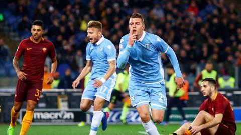 Ở thời điểm hiện tại, chủ nhà Lazio (áo sáng) đủ sức giành trọn 3 điểm trước Roma