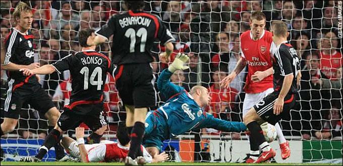 """Một trong những khoảnh khắc """"để đời"""" trong sự nghiệp của Bendtner"""