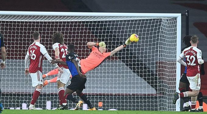 Arsenal thoát thua trước Palace