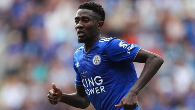 Wilfred Ndidi – Genk đến Leicester (18,5 triệu bảng, 2017):Ngôi sao người Nigeria gia nhập Leicester City vào năm 2017 với bản hợp đồng trị giá 18,5 triệu bảng. Anh hiện có 151 lần ra sân trong màu áo Leicester và là một trong những tiền vệ trung tâm xuất sắc ở Ngoại hạng Anh lúc này