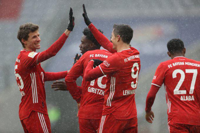 Lewandowski đã ghi bàn để giúp Bayern giành chiến thắng trước Freiburg