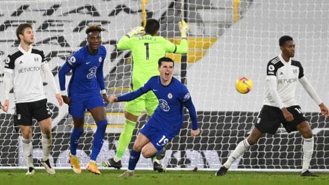 Mount (19) ghi bàn thắng duy nhất giúp Chelsea thắng Fulham trên sân khách