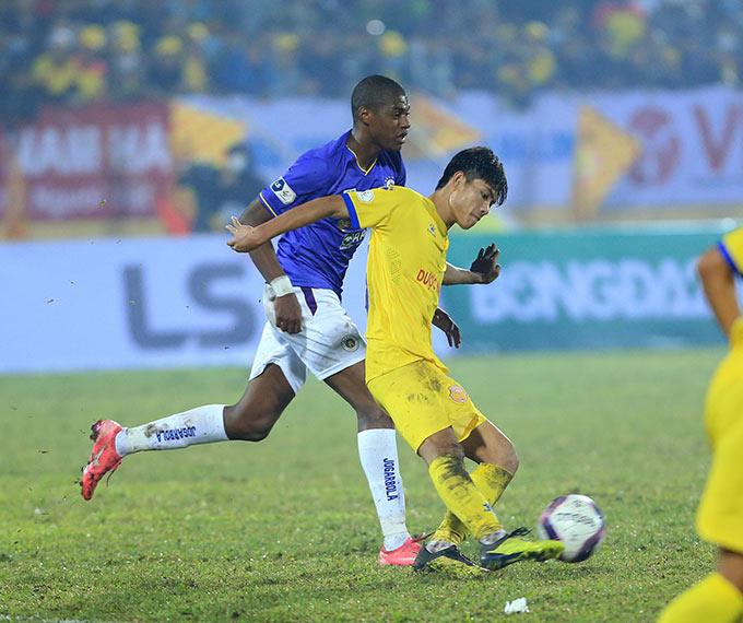 Trong chiến thắng 3-0 bất ngờ của Nam Định trước Hà Nội hôm 15/1, tiền vệ mang áo số 23 - Phan Văn Hiếu đã chơi nổi bật ở tuyến giữa của đội bóng thành Nam