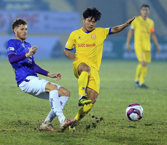 Giữa năm 2019, đội bóng U19 Hà Tĩnh giải tán, Phan Văn Hiếu cùng 4 cầu thủ khác được giới thiệu ra CLB Nam Định B tham gia Giải hạng Nhì Quốc gia. Sau khi kết thúc giải đấu này, chỉ mình Văn Hiếu được HLV Nguyễn Văn Sỹ đưa lên đội 1 CLB Nam Định tập luyện để chuẩn bị dự giải V.League 2020.