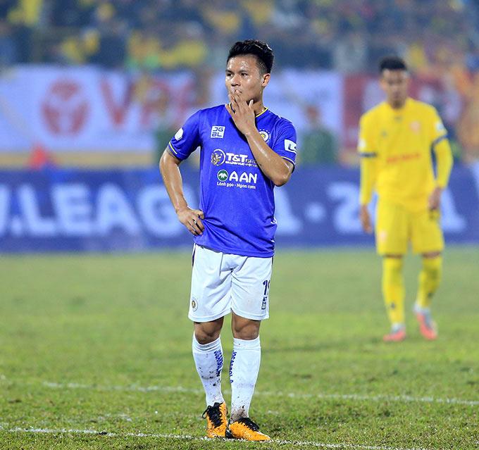 Văn Hiếu đã khiến những Quả bóng Vàng bên phía Hà Nội FC như Quang Hải, Văn Quyết, Thành Lương, Hùng Dũng bị lu mờ ở trận đấu này
