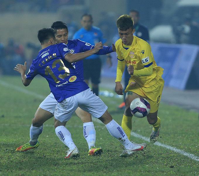 Những cầu thủ trẻ khác của Nam Định như Xuân Quyết cũng chơi nỗ lực và gây ấn tượng