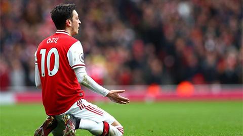 Oezil lãng phí 2 năm ở Arsenal để làm gì?