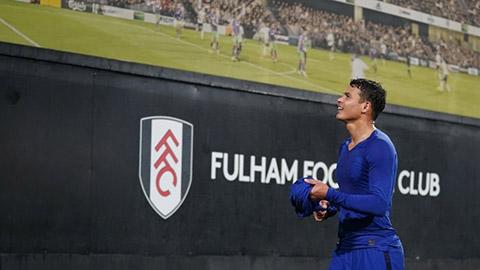 Thiago Silva có thể bị phạt nặng vì tặng áo cho CĐV