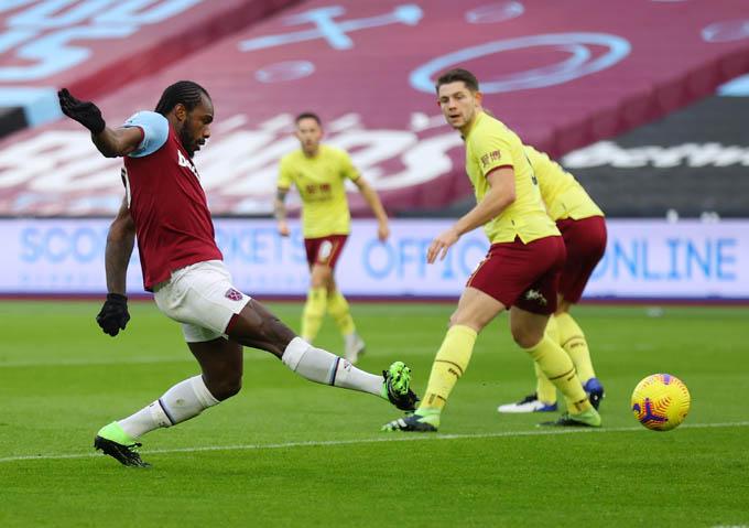 Antonio ghi bàn duy nhất giúp West Ham đánh bại Burnley