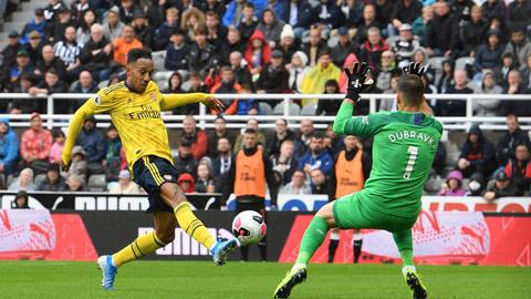 Aubameyang rất có duyên ghi bàn vào lưới Newcastle