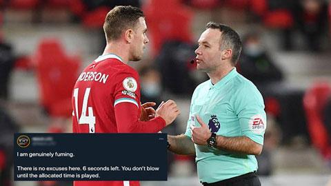 Người Liverpool nổi điên với trọng tài ở trận hòa với Man United