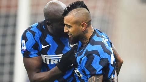 Vidal ghi bàn thắng đầu tiên cho Inter ở Serie A
