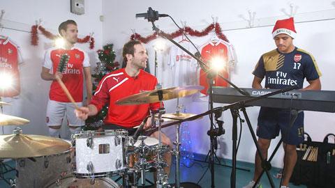 Ban nhạc một thời ở hậu trường Arsenal với Monreal, Cech và Sanchez