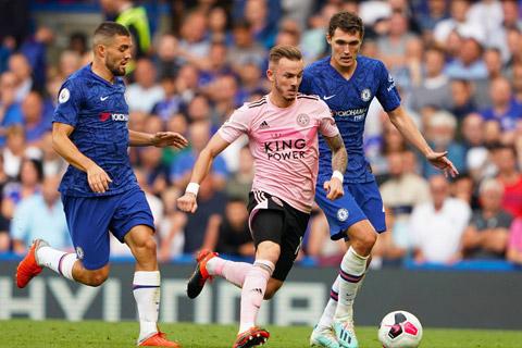 Chelsea (áo xanh) khó có thể thắng được một Leicester đang chơi rất ổn định