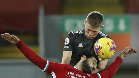 Salah (dưới) hoàn toàn bất lực trước các cầu thủ M.U